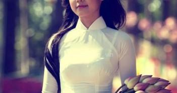 Những hình ảnh hot girl duyên dáng trong trang phục áo dài truyền thống 1
