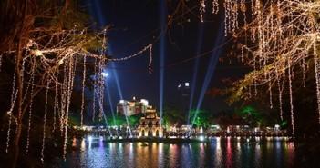 Hình ảnh giáng sinh đẹp tại Hà Nội Với những trung tâm thương mại sầm uất cùng Hồ Gươm lung linh tỏa sáng 12
