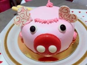 Những hình ảnh bánh sinh nhật hình chú heo trong cực dễ thương 7