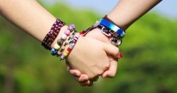 Hình ảnh nắm tay lãng mạn hạnh phúc đẹp đi khắp thế gian 1