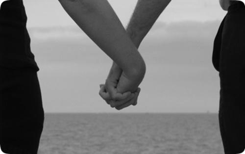 Hình ảnh nắm tay lãng mạn hạnh phúc đẹp đi khắp thế gian 17