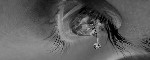 Hình ảnh nước mắt rơi con trai con gái buồn trong tình yêu 4