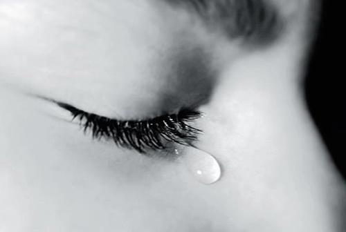 Hình ảnh nước mắt rơi con trai con gái buồn trong tình yêu 7