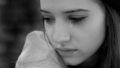 Hình ảnh nước mắt rơi con trai con gái buồn trong tình yêu 9