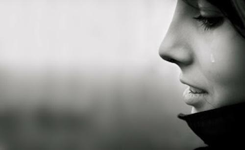 Hình ảnh buồn khóc cô đơn vì tình yêu khi chia tay ấn tượng nhất