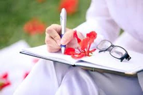 Hình ảnh hoa phượng đỏ rở rực sân trường mùa hè 8