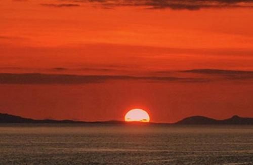 Cảnh hoàng hôn trên biển đẹp ấn tượng dùng làm hình nền ấn tượng 8