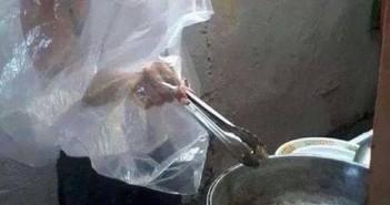 Hình ảnh hài hước khi mẹ vắng nhà các ông bố phải vào bếp bá đạo trên từng hạt gạo 1