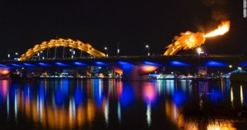 Hình ảnh cầu rồng ở Đà Nẵng phun lửa đẹp mê say 2